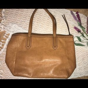 Fossil tan tote purse with zipper and pockets